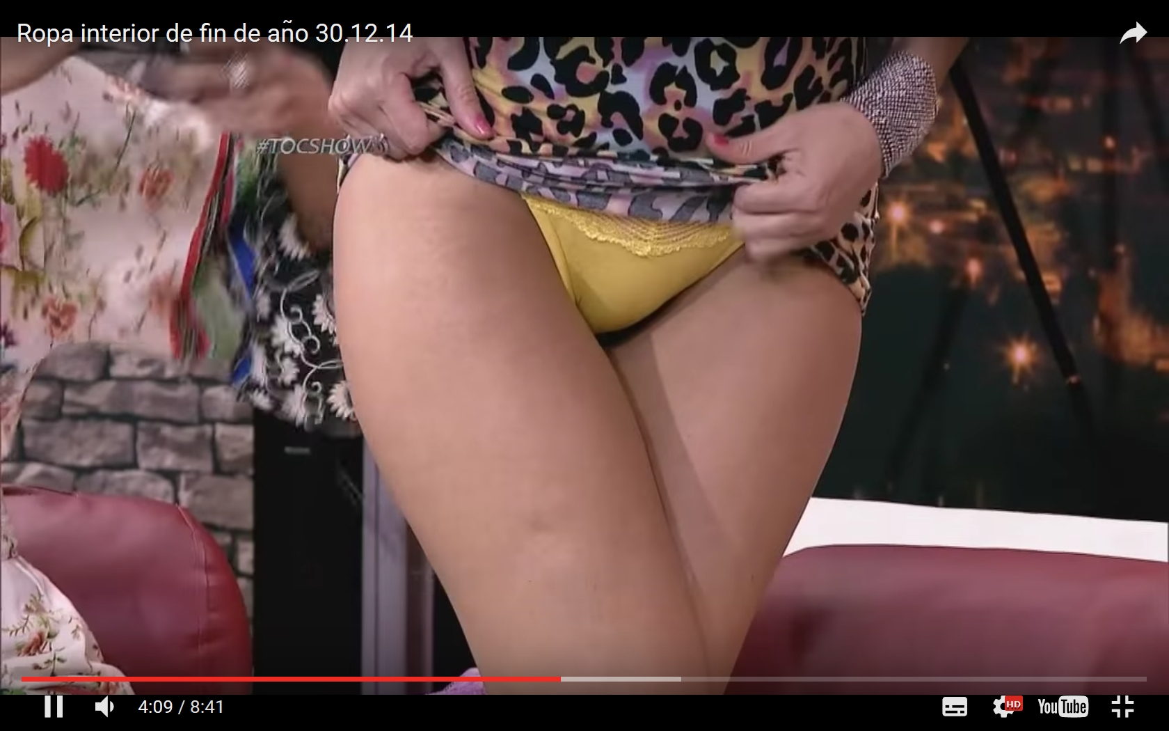 Toc Show Skirt Lifting – Hotties show panties | Daily Girls @ Female Update