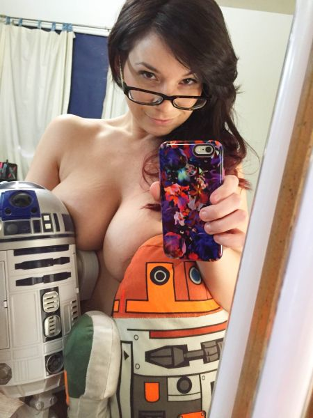 Victoria Raye: Sexy Star Wars Selfies | Daily Girls @ Female Update